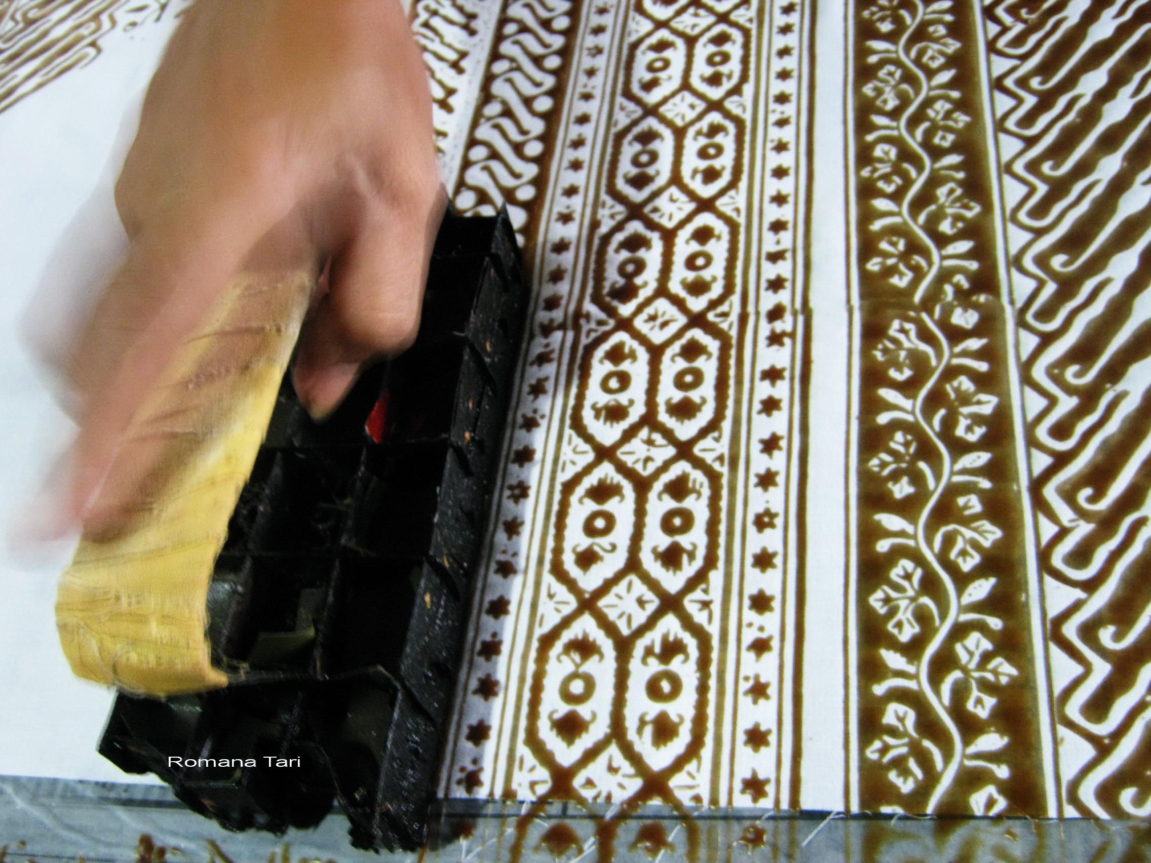 vaju batik distro batik online motif batik trusmi batik fabrics ...